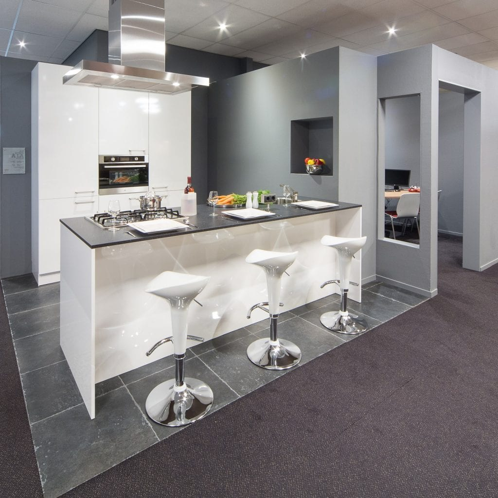 Showroomkeukens   voortman badkamers, keukens & tegels in pesse