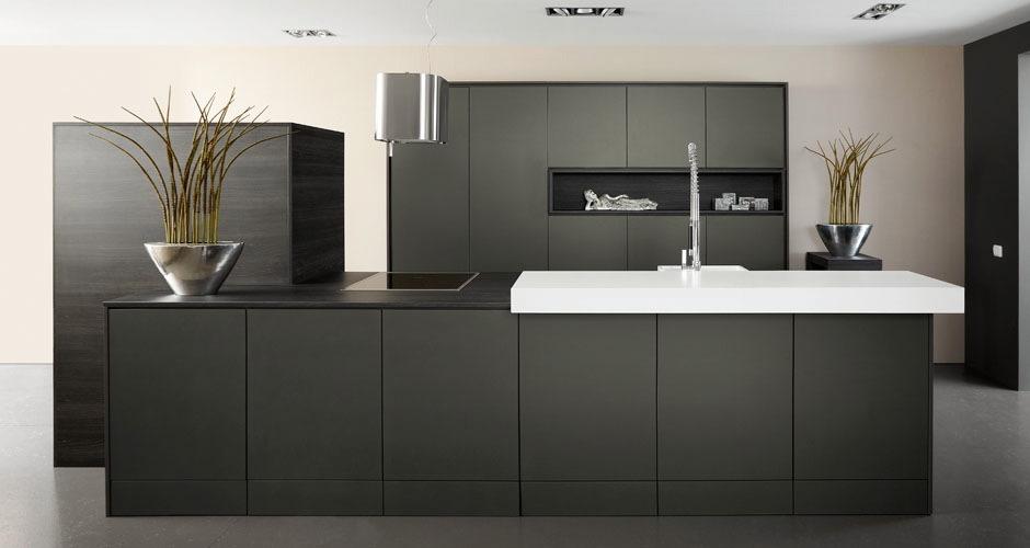 Foto 39 s design keukens voortman badkamers keukens tegels in pesse - Foto grijze keuken en hout ...