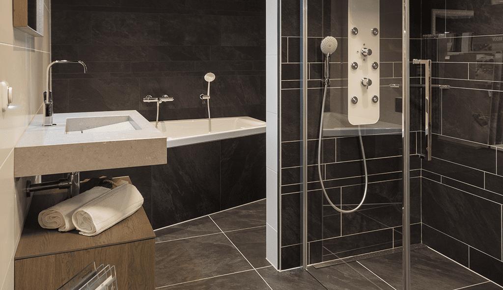 Showroom badkamers - Voortman Badkamers, Keukens & Tegels in Pesse